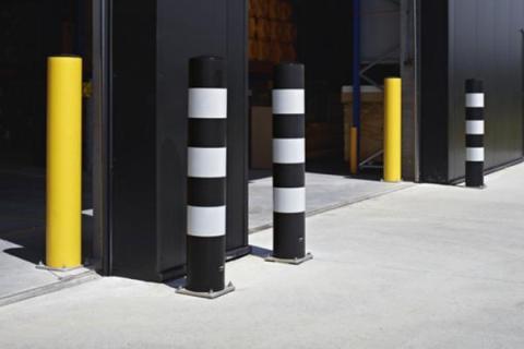 82edb90bf9c8 Robustos postes protectores y barreras para sus puertas y vías de acceso